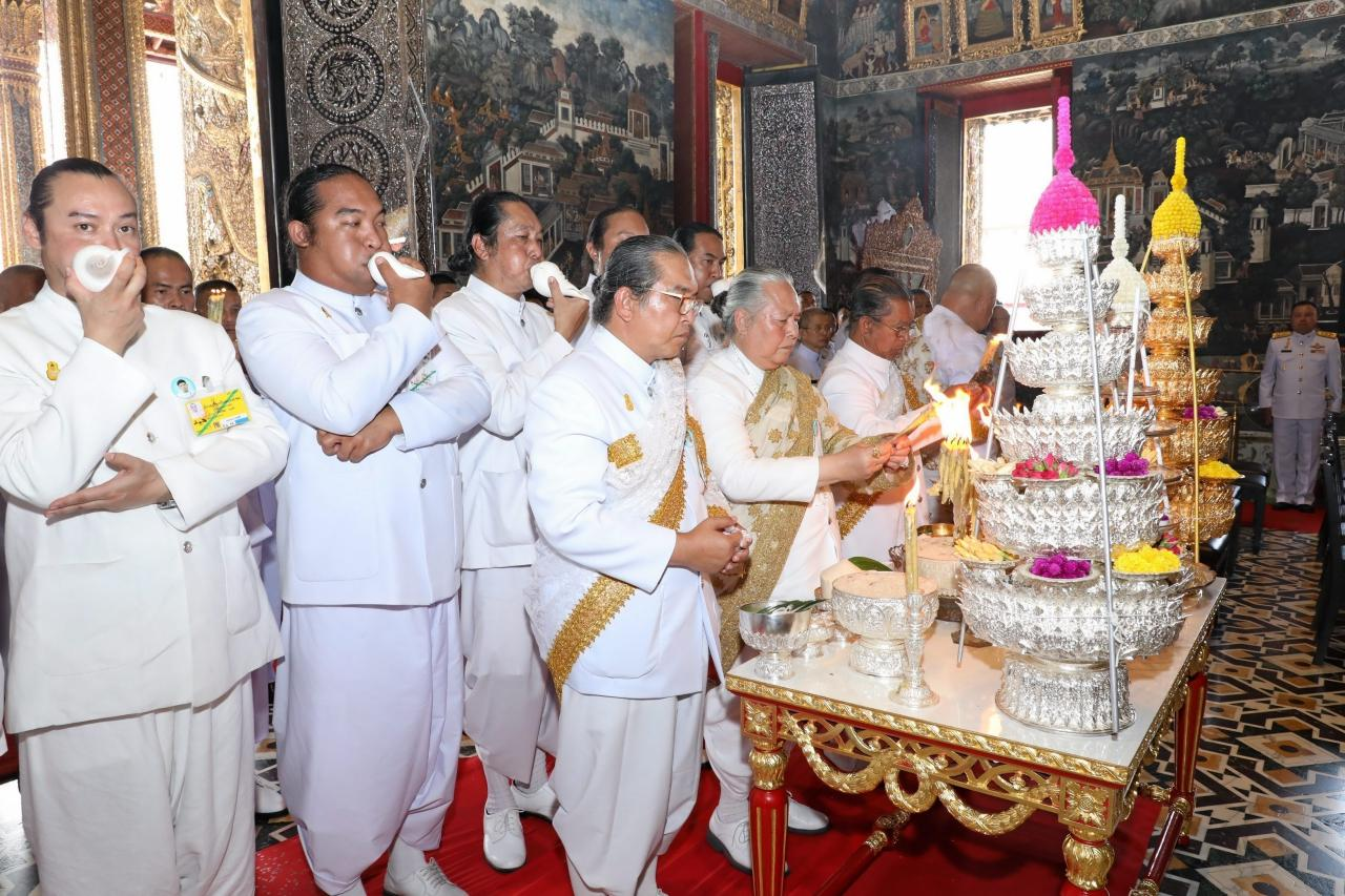 พิธีจารึกพระสุพรรณบัฏ ดวงพระบรมราชสมภพ และแกะพระราชลัญจกรประจำรัชกาล ณ.พระอุโบสถวัดพระศรีรัตนศาสดาราม ในพระบรมมหาราชวัง เมื่อ 23 เมษายน 2562