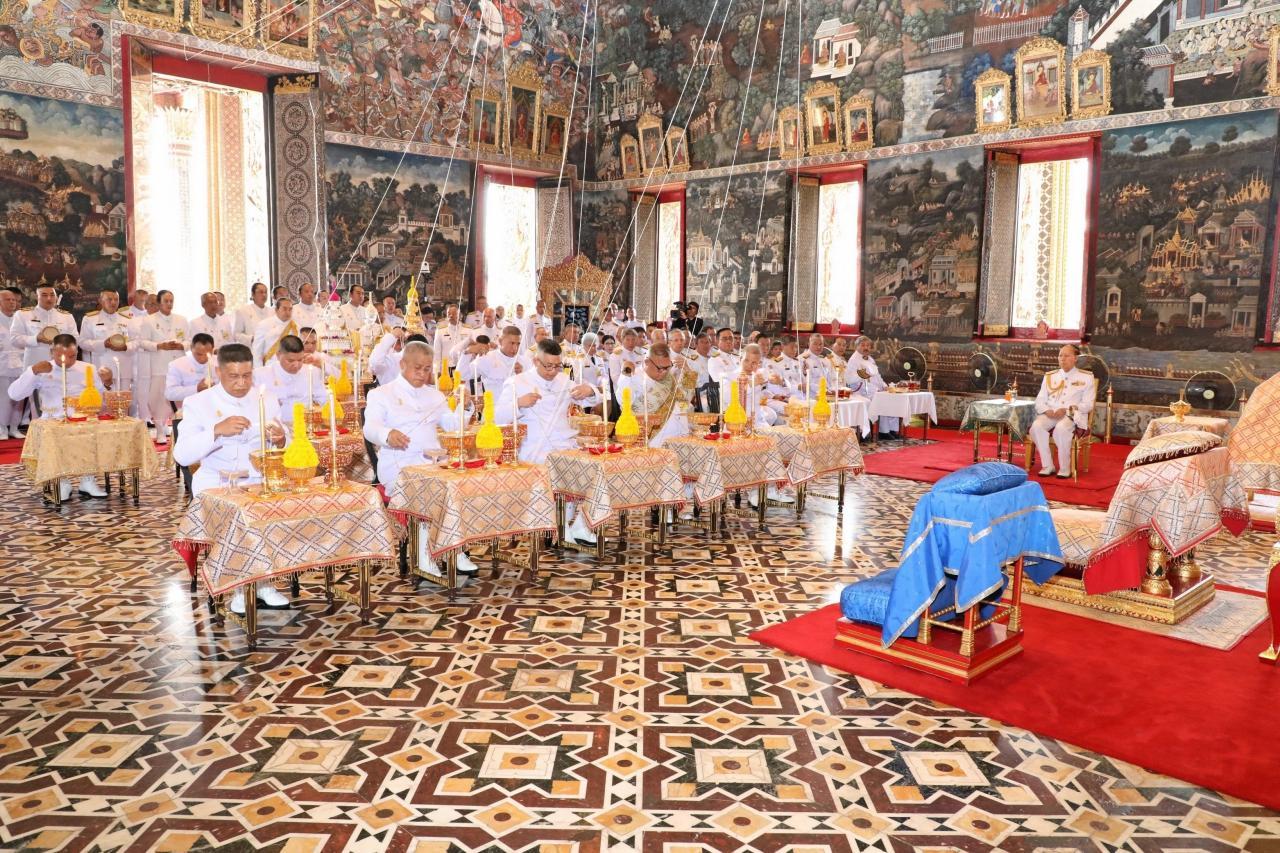 สมเด็จพระเจ้าอยู่หัว ทรงพระกรุณาโปรดเกล้าฯให้ พลเรือเอก หม่อมเจ้าปุสาณ สวัสดิวัฒน์ เสด็จแทนพระองค์ไปในการพระราชพิธีจารึกพระสุพรรณบัฏ ดวงพระบรมราชสมภพ และแกะพระราชลัญจกรประจำรัชกาล ณ.พระอุโบสถวัดพระศรีรัตนศาสดาราม ในพระบรมมหาราชวัง เมื่อ 23 เมษายน 2562