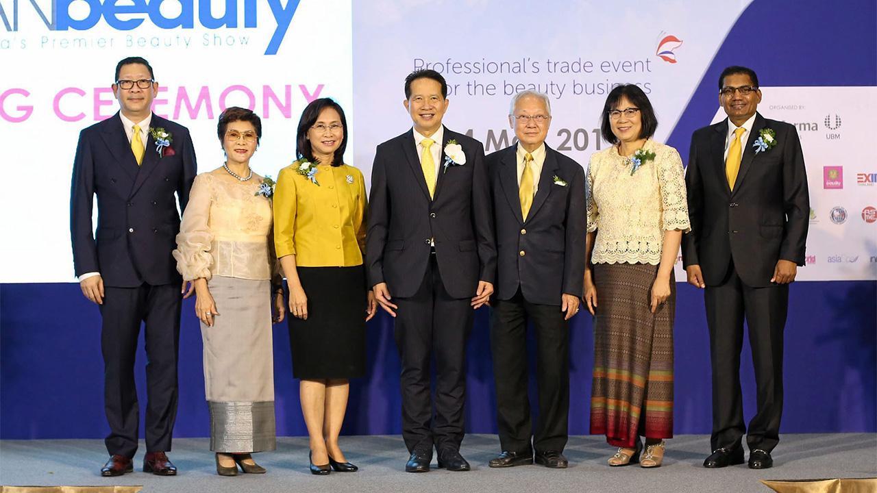 """สู้เขาได้ สุพันธุ์ มงคลสุธี เปิด """"ASEANbeauty 2019"""" งานแสดงสินค้าความงามและสุขภาพ เพื่อให้ธุรกิจความงามไทยแสดงศักยภาพสู่ตลาดโลก โดยมี มนู เลียวไพโรจน์, ดร.ชุติมา เอี่ยมโชติชวลิต, เอ็ม กันดิ และ จิรุตถ์ อิศรางกูร ณ อยุธยา มาร่วมงานด้วย ที่ไบเทค บางนา วันก่อน."""