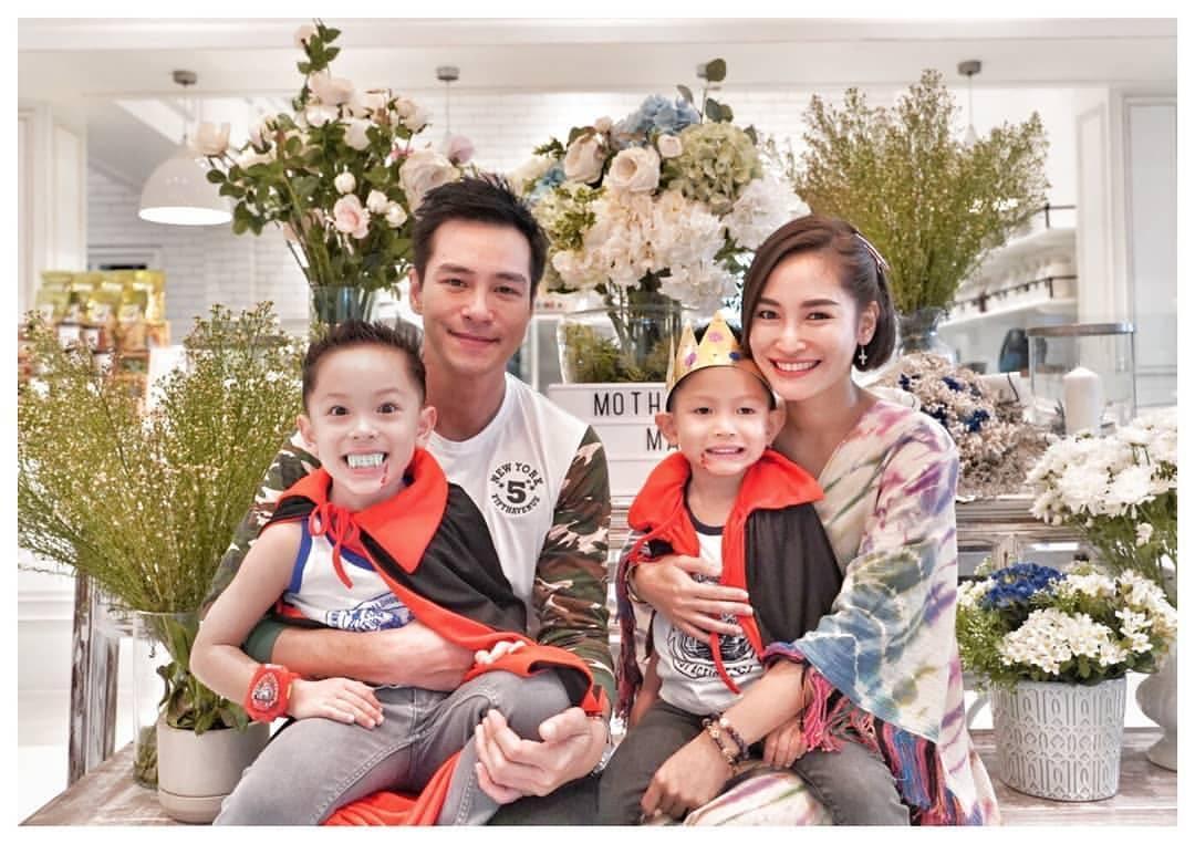 ปีเตอร์-พลอย และลูกชาย น้องแพนเตอร์-น้องพูม่า ขอบคุณภาพจากไอจี @purploy