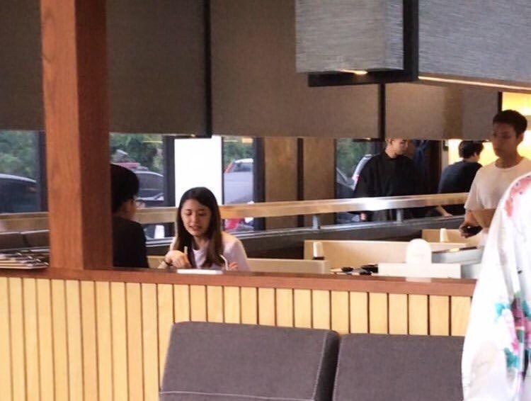 ภาพปาปารัสซีเต้ยควงสาวทานข้าว ขอบคุณภาพจากอินเทอร์เน็ต