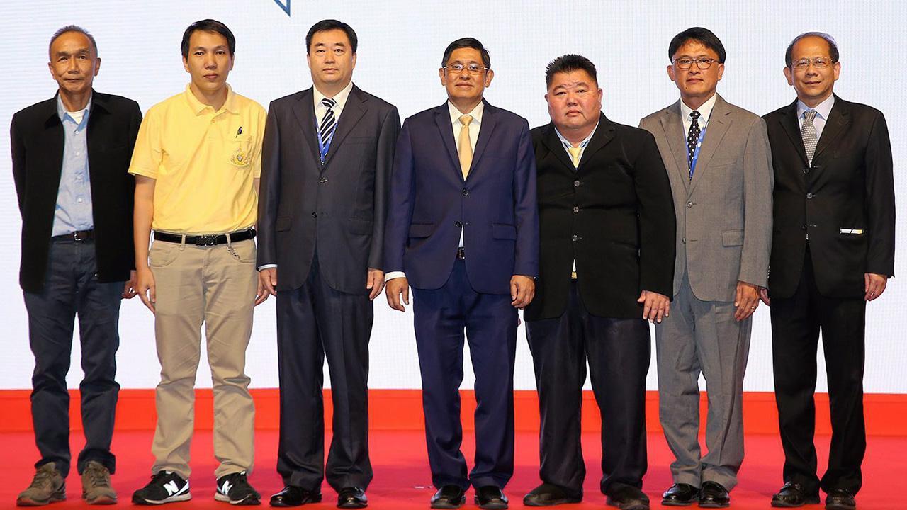ประชุม  -  อภิจิณ โชติกเสถียร รองปลัดกระทรวงอุตสาหกรรม เปิด การประชุมกลุ่มผู้ชุบสังกะสีระดับเอเชีย แปซิฟิก ครั้งที่ 11 โดยมี วัฒนา สุจิตรานุรักษ์, ดร.จาง ซี่ฟู, ดร.ทวีป ชัยสมภพ และ วิทวัส สุทรานนท์ มาร่วมประชุมด้วย ที่โรงแรมเซ็นทาราแกรนด์ เซ็นทรัลเวิลด์ วันก่อน.