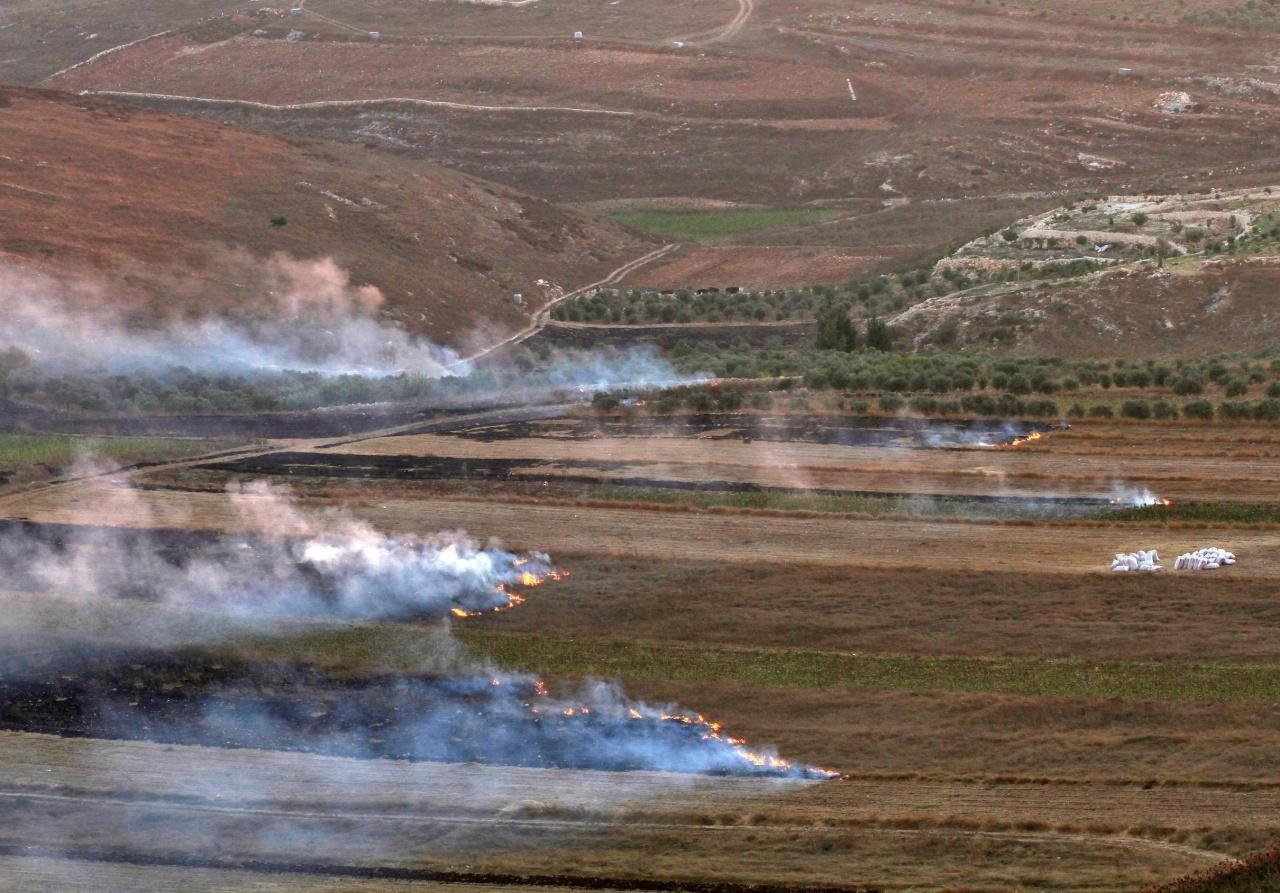 ทุ่งราบใกล้เมือง มารูน อัล-ราส ของเลบานอน ถูกไฟไหม้จากการโจมตีของอิสราเอล
