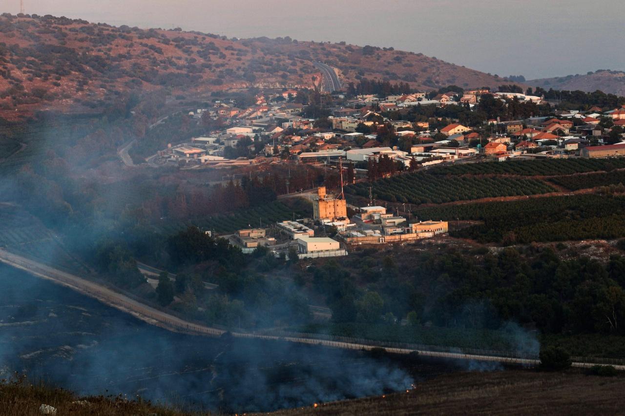 ควันไฟจากการโจมตี พวยพุ่งขึ้นจากป่าและที่ราบใกล้เมืองมารูน อัล-ราส ทางใต้ของเลบานอน ติดกับชายแดนอิสราเอล