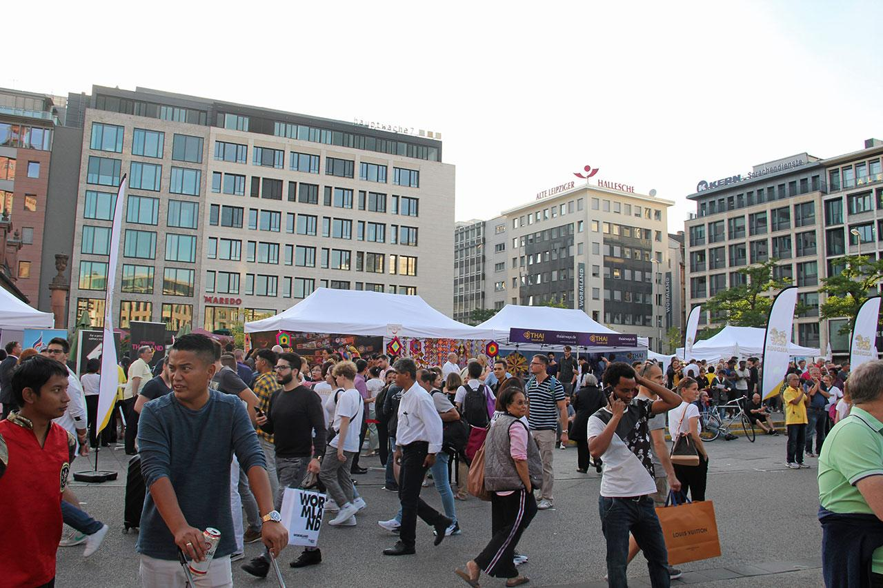 ชาวไทยในเยอรมนี, ชาวเยอรมันและชาวต่างชาติจำนวนมากเข้าร่วมงาน Thai Market Square บรรยากาศเป็นไปอย่างคึกคัก.