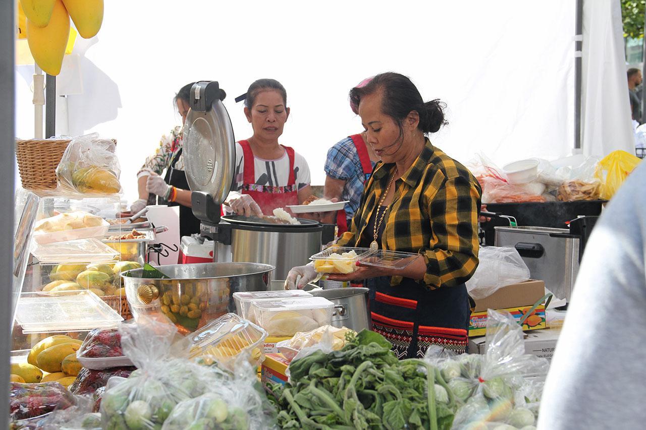 อาหารและผลไม้ไทยได้รับความสนใจจากนักท่องเที่ยว.