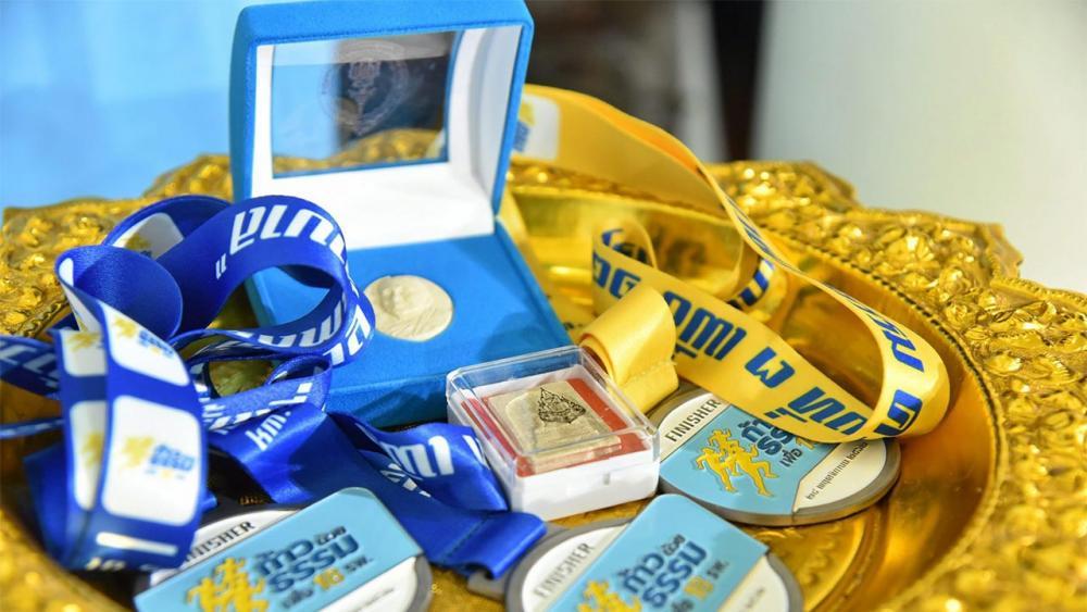 เหรียญรางวัลของที่ระลึกจากผู้สนับสนุน และพระรูปเหมือน สมเด็จพระญาณสังวร สมเด็จพระสังฆราชฯ สำหรับผู้สมัคร วีไอพี.