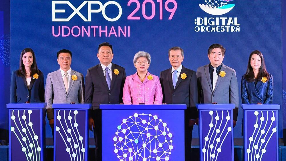 การเงิน  -  รื่นวดี สุวรรณมงคล เลขาธิการ ก.ล.ต. เปิดงานมหกรรมการเงิน Money Expo Udonthani 2019 ให้แก่ สันติ วิริยะรังสฤษฎ์ โดยมี นิรัตน์ พงษ์สิทธิถาวร, กีรติ โกสีย์เจริญ, กิตติกร ทีฆธนานนท์ และ ภริตา–ภาคนี วิริยะรังสฤษฎ์ มาร่วมงานด้วย ที่เซ็นทรัลพลาซา อุดรธานี วันก่อน.