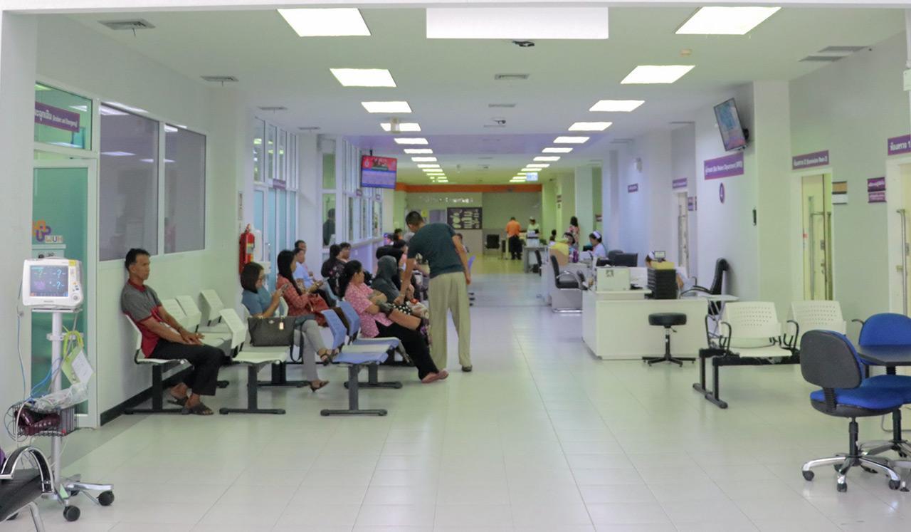 โรงพยาบาลศูนย์การแพทย์มหาวิทยาลัยวลัยลักษณ์ เปิดนำร่องให้บริการกับผู้ป่วยที่อาคารวิจัยวิทยาการสุขภาพ.
