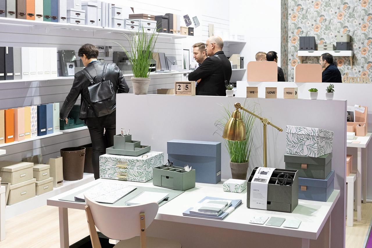 สินค้าประเภทเครื่องเขียน สมุดกระดาษ และของใช้สำนักงาน จากประเทศต่างๆ ที่นำมาโชว์ในงาน ได้รับความสนใจด้านการใช้วัสดุและนวัตกรรมใหม่ๆ.