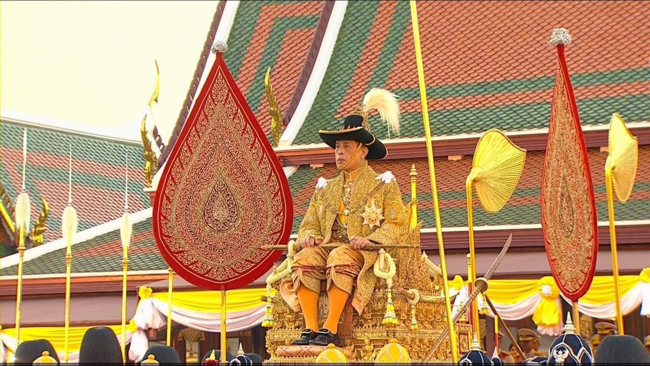ในหลวง เสด็จฯ ประทับพระราชยานพุดตานทอง ยาตราโดยริ้วขบวนราบ ไปพระบรมมหาราชวัง