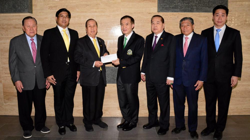 ให้มูลนิธิ สงวน ชื่นพาณิชยกุล ปธ.บ.เสริมสงวนก่อสร้าง พร้อมหลานชาย พฤทธ์ ชื่นพาณิชยกุล มามอบเงิน 100,000 บาท ให้แก่ สราวุธ วัชรพล เพื่อสมทบทุนมูลนิธิไทยรัฐ โดยมี วิวัฒน์ เวศย์ไกร ศรี, เจริญพร สุจินตะบัณฑิต และ กวี หัสดินไพศาล มาร่วมในพิธีด้วย ที่ สนง.นสพ.ไทยรัฐ วันก่อน.