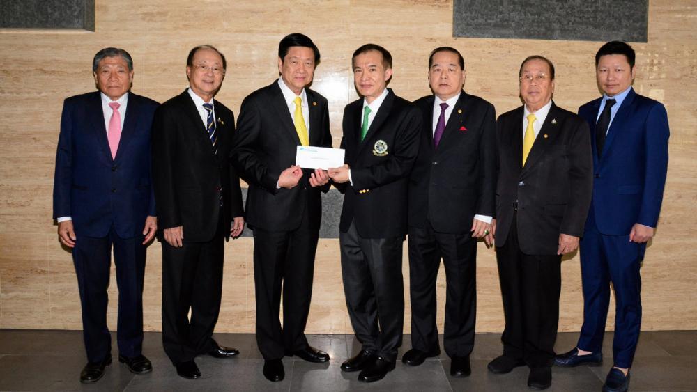 เพื่อการศึกษา ณรงค์ศักดิ์ พุทธพรมงคล พร้อมลูกชาย ธนิต พุทธพรมงคล มามอบเงิน 100,000 บาท ให้แก่ สราวุธ วัชรพล เพื่อสมทบทุนมูลนิธิไทยรัฐ โดยมี วิวัฒน์ เวศย์ไกรศรี, กวี หัสดินไพศาล และ สินชัย งามวงศ์มาศ มาร่วมในพิธีด้วย ที่ สนง.นสพ.ไทยรัฐ วันก่อน.