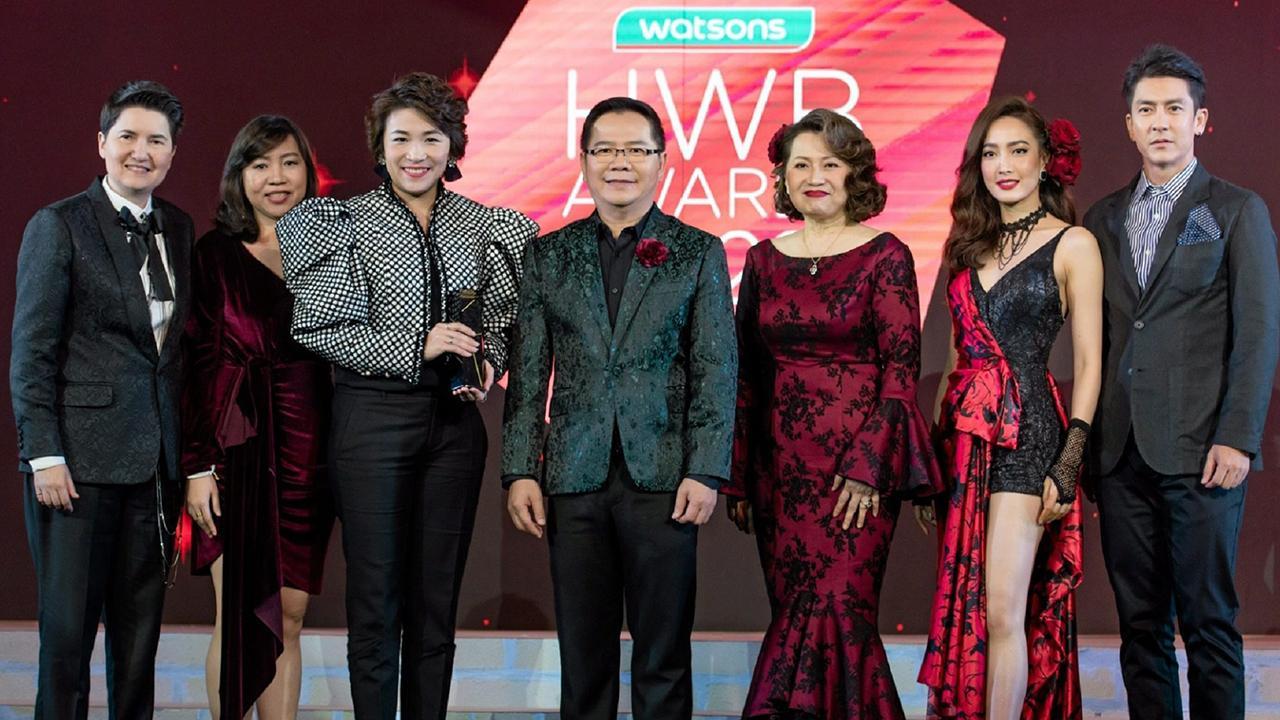 """สุดยอด พสิษฐ์ มั่นคงขันติวงศ์ และ นวลพรรณ ชัยนาม จัดงาน """"Health Wellness and Beauty Awards 2020"""" มอบรางวัลให้แก่ผู้แทนแบรนด์ผลิตภัณฑ์เพื่อสุขภาพและความงามสินค้าขายดีในร้านค้าวัตสัน โดยมี ณฐพร เตมีรักษ์ มาร่วมงานด้วย ที่โรงแรมอินเตอร์ คอนติเนนตัล วันก่อน."""