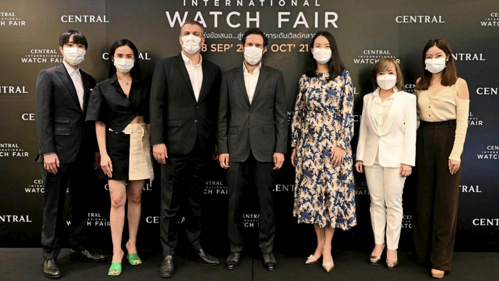 """อย่าพลาด โอลิวิเยร์ บรง และ โลร็องต์ โปซ เปิดงาน """"Central International Watch Fair 2021"""" มหกรรมนาฬิการะดับเวิลด์คลาสสุดยิ่งใหญ่แห่งปี จัดถึง 31 ต.ค. โดยมี ธาพิดา นรพัลลภ,อรวรรณ ทิพย์สุวรรณพร และ รชาดา ไชยโชติ มาร่วมงานด้วย ที่เซ็นทรัลชิดลม วันก่อน."""