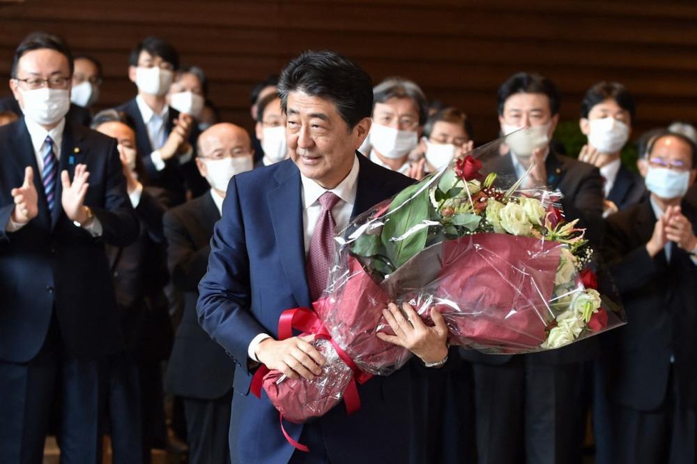 ชินโสะ อาเบะ อดีตนายกรัฐมนตรีญี่ปุ่น ซึ่งลาออกด้วยปัญหาสุขภาพเมื่อเดือนกันยายนปีก่อน