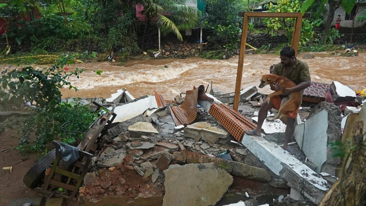 สลด น้ำท่วมรัฐเกรละ อินเดีย ดับแล้ว 25 ศพ สูญหายอีกอื้อ