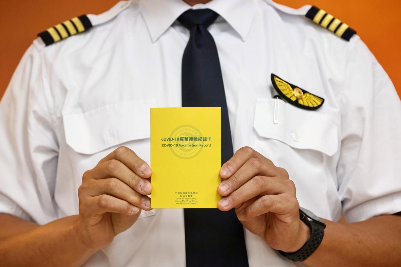 นักบินไต้หวันได้รับการฉีดวัคซีนต้านโควิด-19
