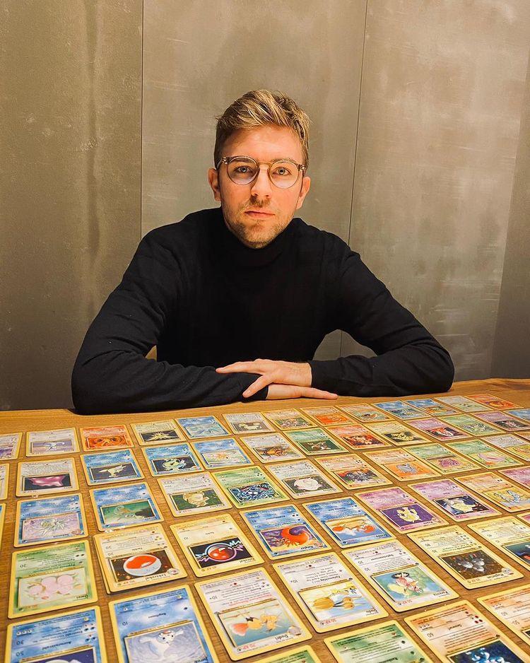 นอกสนาม คราเมอร์ เป็นนักเล่นการ์ดโปเกมอนตัวยง