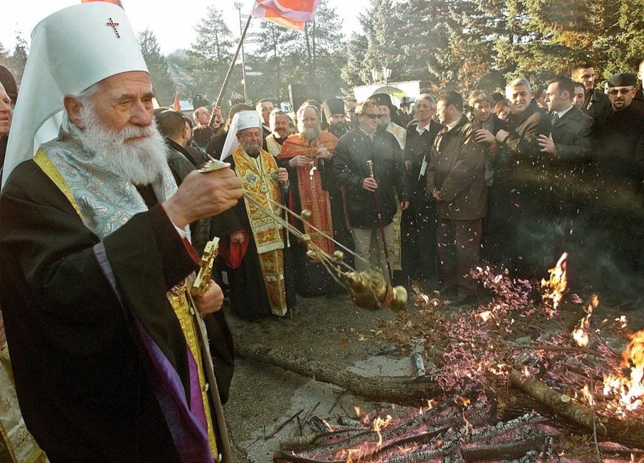พิธีเผาไม้ยูล ในวันคริสต์มาสอีฟ ที่ประเทศมอนเตเนโกร สืบทอดมาจนถึงยุคปัจจุบัน