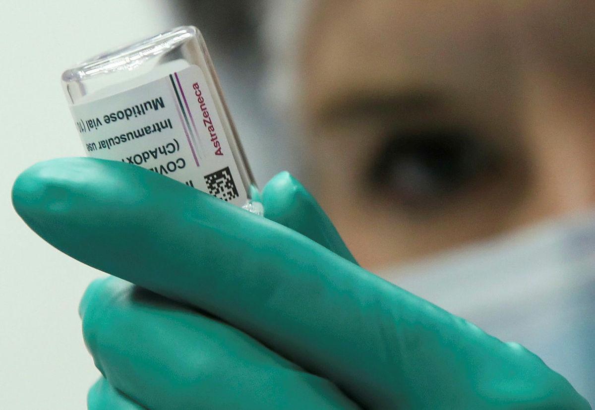 วัคซีนแอสตราเซเนกา | Photo: REUTERS/Yves Herman