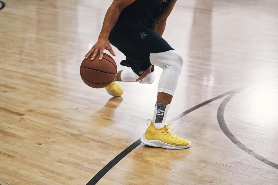 รองเท้า Curry 8