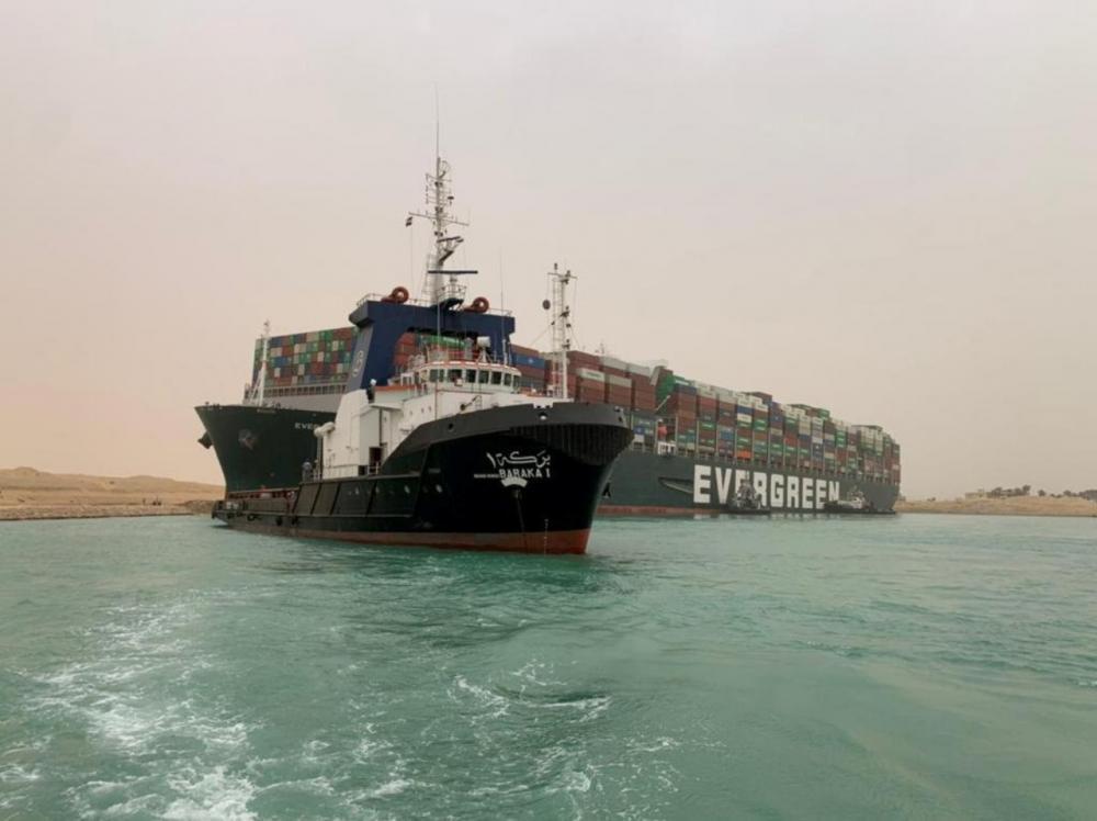 เรือสินค้าขนาดใหญ่ 'Ever Gieven' ประสบเหตุขวางคลองสุเอซ เมื่อ 23 มีนาคม 2564