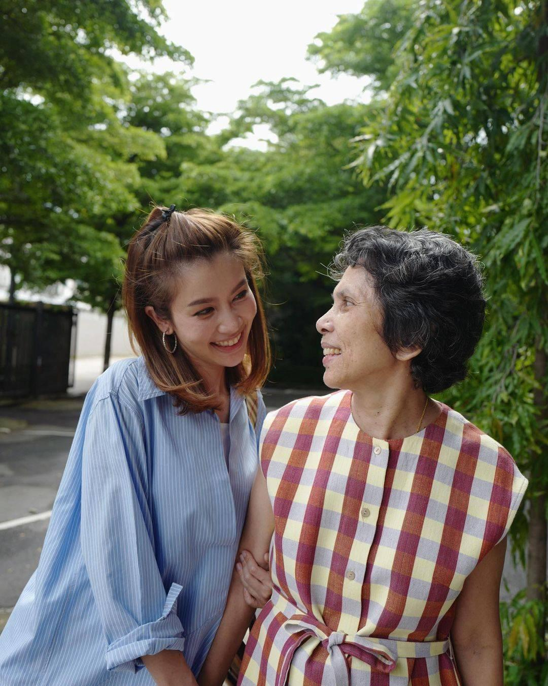 ไบรท์และคุณแม่ ขอบคุณภาพจากไอจี @bright_ch3