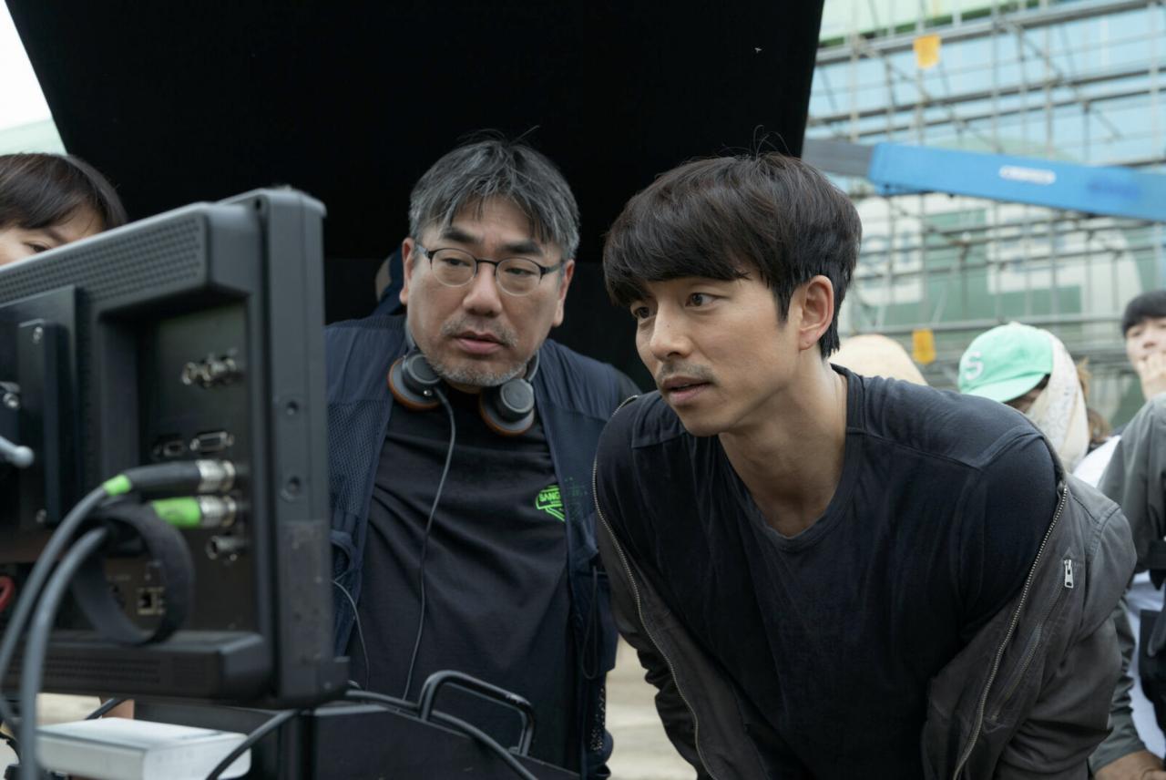 ผู้กำกับ อียองจู (ซ้าย) และกงยู