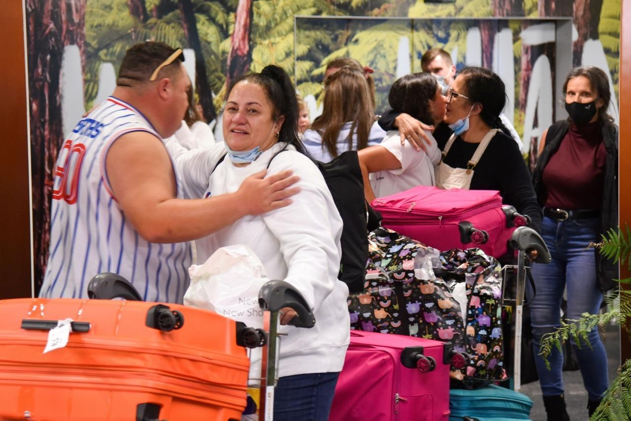 ญาติพี่น้องที่พรากจากกันหลังนิวซีแลนด์และออสเตรเลียปิดพรมแดนระหว่างกันตั้งแต่มีนาคมปีก่อน ได้กลับมาพบกันอีกครั้งเมื่อวันจันทร์ที่ 19 เม.ย. 2564