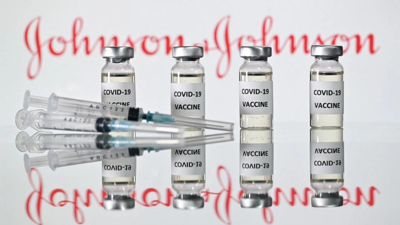 """ไขข้อสงสัย """"ลิ่มเลือดอุดตัน"""" เมื่อวัคซีนแอสตราเซเนกา-จอห์นสันฯ ควรได้ไปต่อ"""