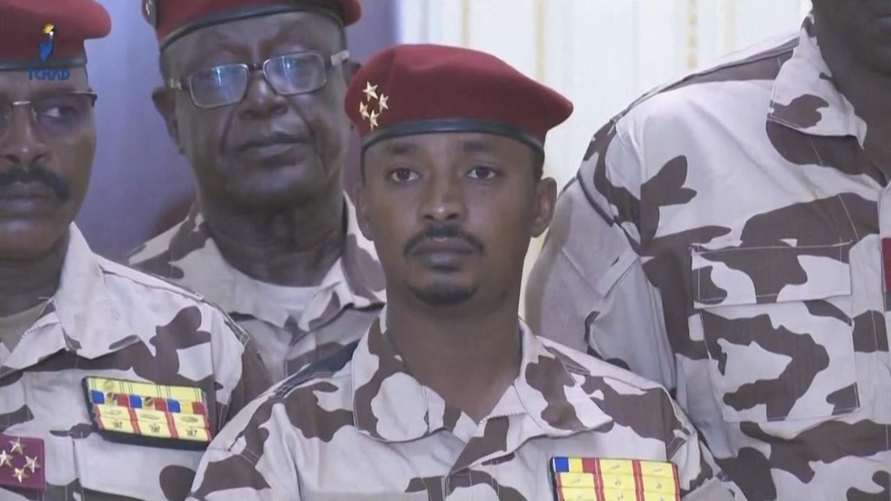 มาฮามัต อิดริส เดบี นายพล 4 ดาว และบุตรชายวัย 37 ปี ของนายเดบี