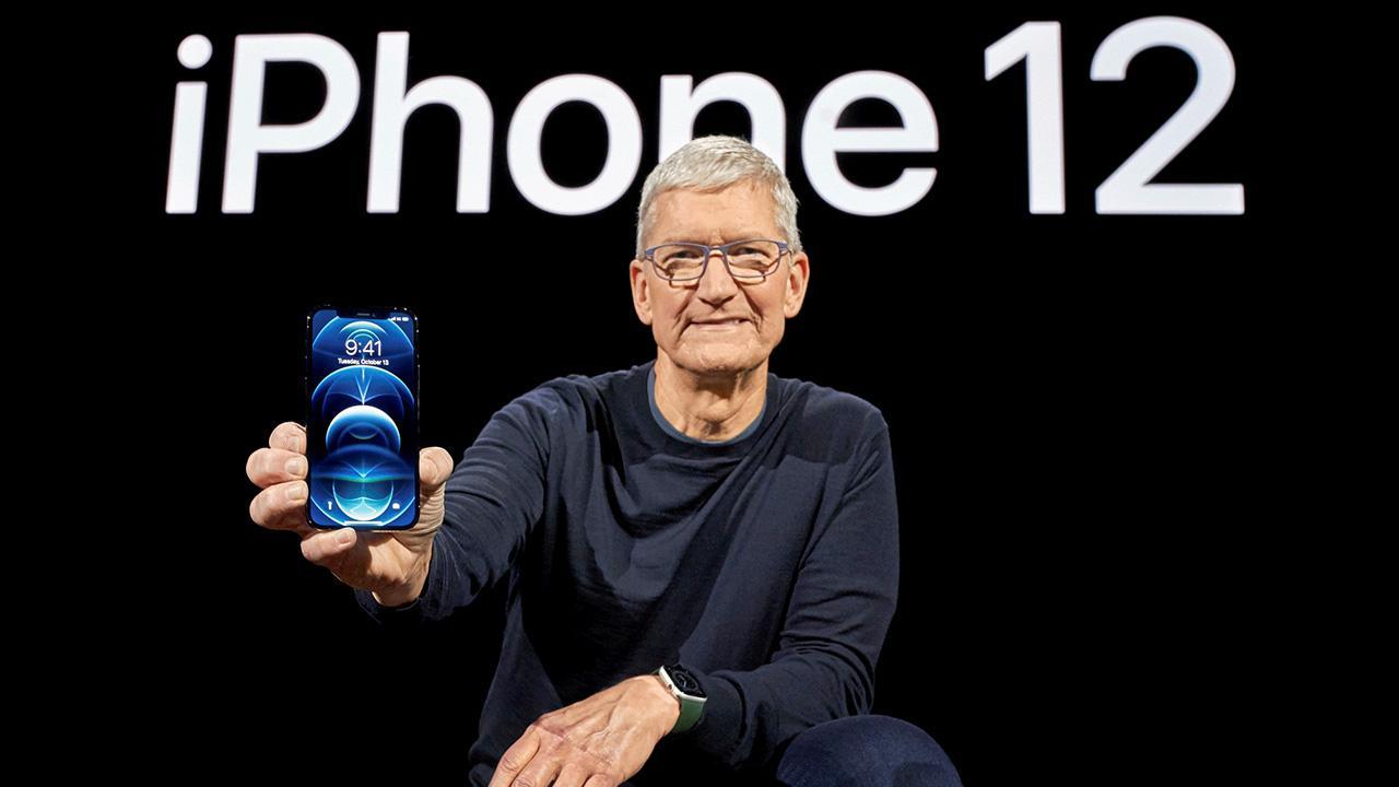 นักวิเคราะห์ดัง ประเมิน iPhone พับจอได้ พร้อมวางจำหน่ายในปี 2023