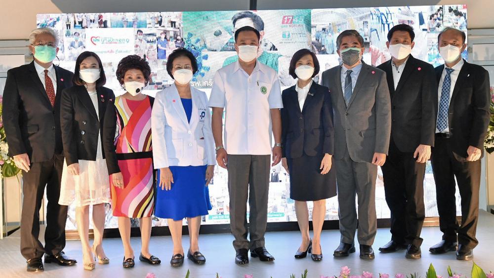 รพ.สนาม อนุทิน ชาญวีรกูล รมว.สาธารณสุข เปิด โรงพยาบาลปิยะเวท ICU รพ.สนามสีแดงจำนวน 120 เตียง ใหญ่ที่สุดในประเทศ เพื่อร่วมฝ่าวิกฤติโควิด โดยมี พญ.เจรียง จันทรกมล, นพ.วิทิต อรรถเวชกุล และ นพ.พณะ จันทรกมล มาร่วมงานด้วย ที่โรงพยาบาลปิยะเวท วันก่อน.