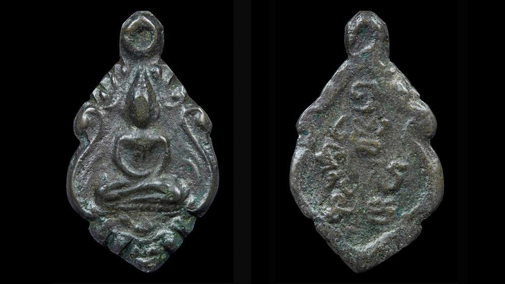 เหรียญหล่อพระพุทธเศียรแหลม เนื้อสัมฤทธิ์ รุ่นแรก พ.ศ.๒๔๕๙ หลวงพ่อแก้ว วัดพวงมาลัย ของอิทธิ ชวลิตธำรง.