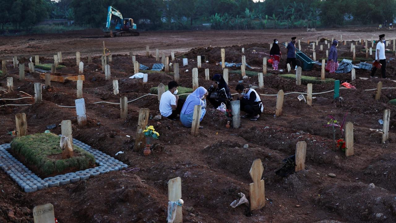 สลด อินโดฯยอดเหยื่อโควิด ทะลุ 1 แสนศพ อัตราตาย 1 ในทุกๆ 5 รายของโลก
