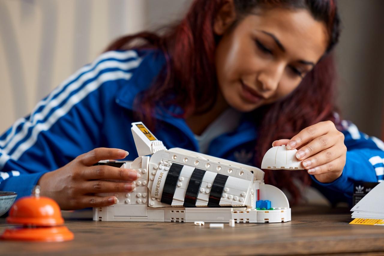 Adidas Superstar ในฉบับตัวต่อเลโก้