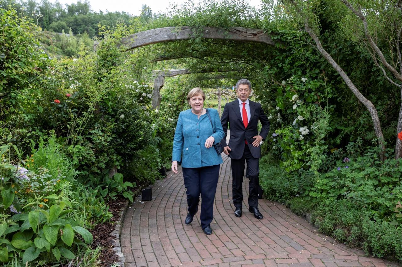 นายกรัฐมนตรีอังเกลา แมร์เคิล แห่งเยอรมนีและคู่สมรส นายโยอาคิม เซาเออร์