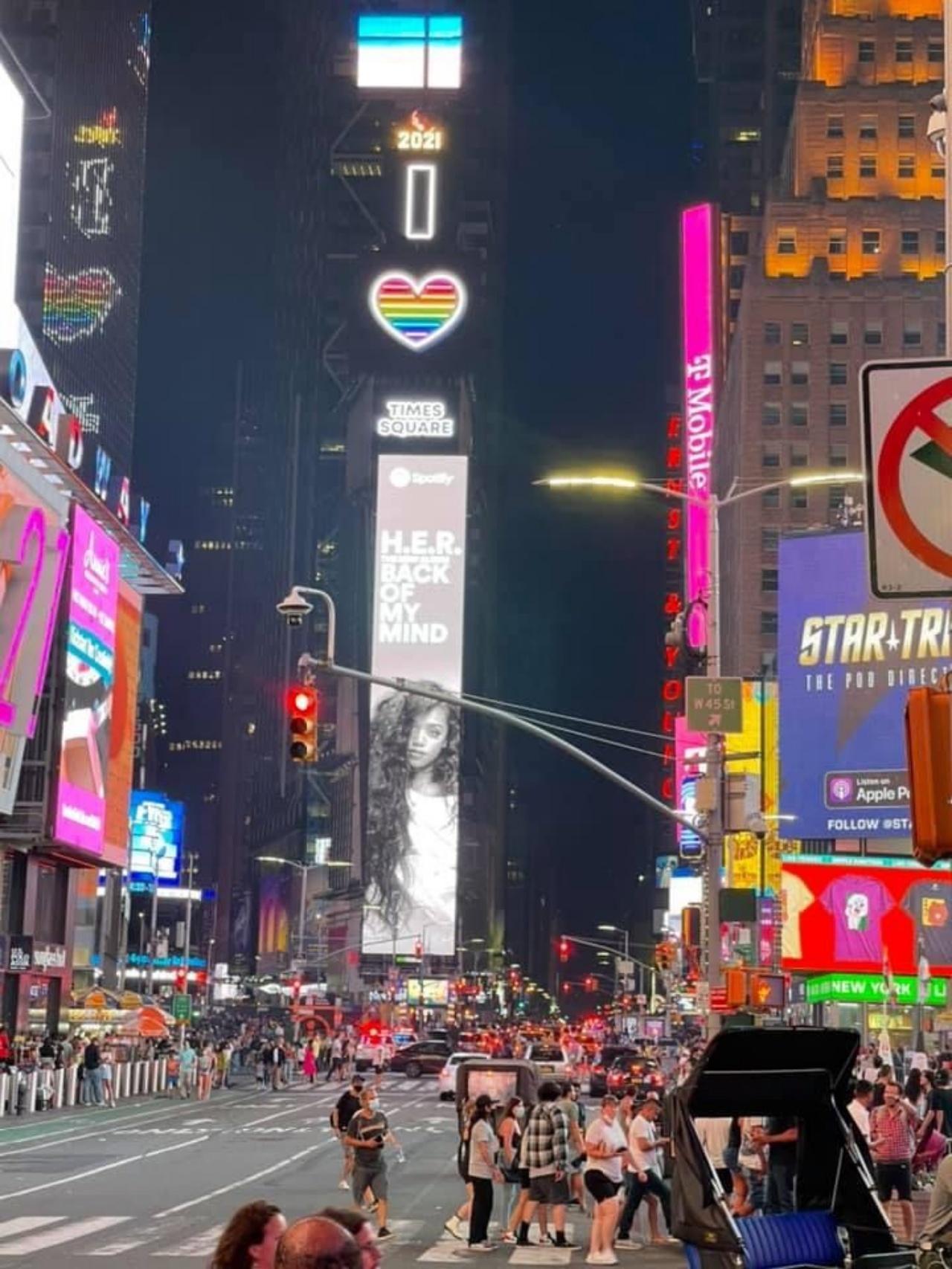 บรรยากาศไทม์สแควร์ ในนครนิวยอร์ก กลับมามีชีวิตชีวา นักท่องเที่ยวหนาแน่นอีกครั้ง หลังทางการนิวยอร์กคลายล็อกคุมโควิด-19 ตั้งแต่กลางเดือนมิถุนายน 64