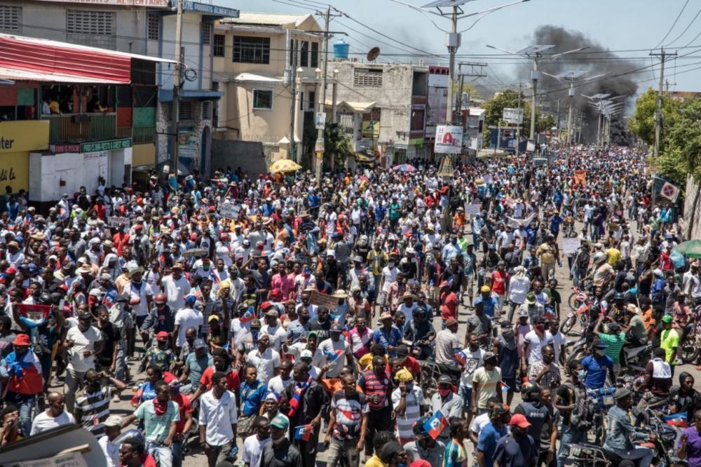 ประชาชนออกมาชุมนุมประท้วง ต่อต้านการลงประชามติอนุมัติร่างรัฐธรรมนูญใหม่ เมื่อเดือนมีนาคม 2564