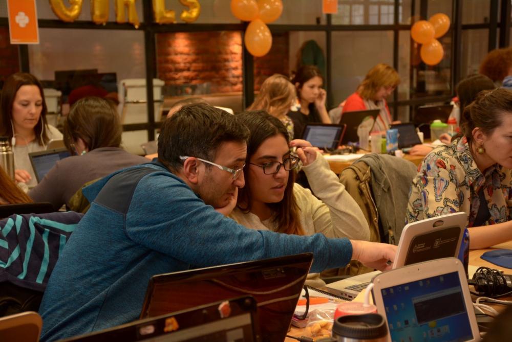 การเรียนการสอนที่ไม่ต่อเนื่อง อาชีพติวเตอร์ก็ดูเป็นอาชีพที่น่าสนใจ โดยเฉพาะคนที่มีความรู้ในด้านที่ผู้เรียนในตลาดต้องการ