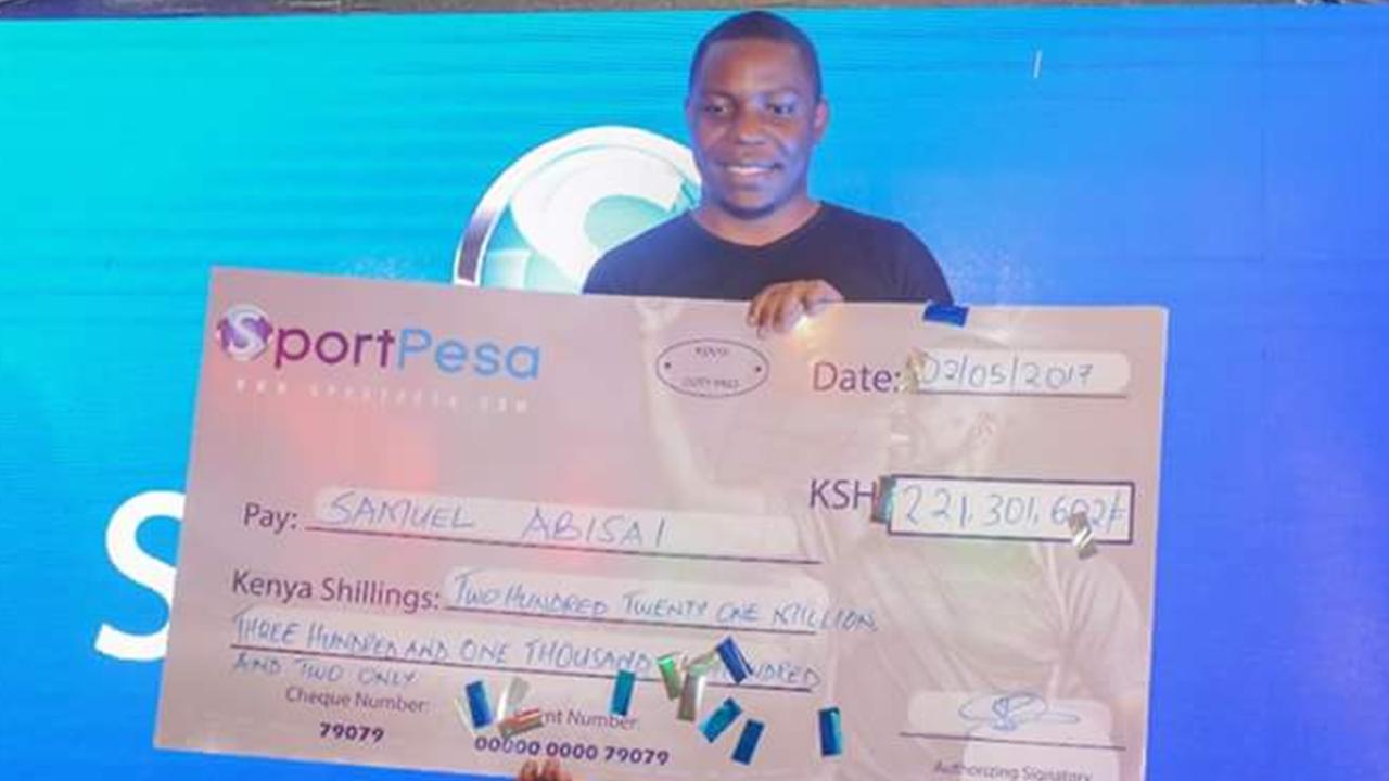 รวยแล้วเลิก! หนุ่มเคนยา รับเงิน 71 ล้านบาทหยอดบอลเข้า 17 ตัวแค่ 71 บาท