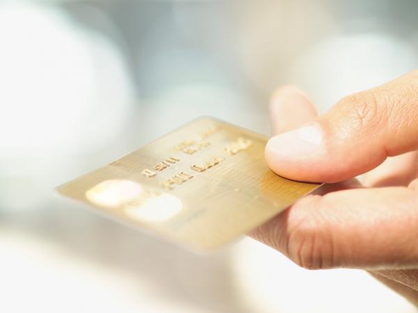 การใช้จ่ายผ่านระบบอิเล็กทรอนิกส์นั้น ประชาชนจะได้รับประโยชน์ในเรื่องของความสะดวกสบาย ง่าย และรวดเร็วกว่าการชำระเงินในรูปแบบเงินสด