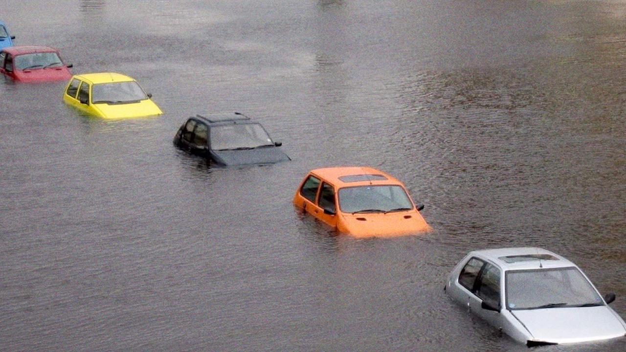กู้รถโดนน้ำท่วม ทำไงให้กลับมาใช้งานได้