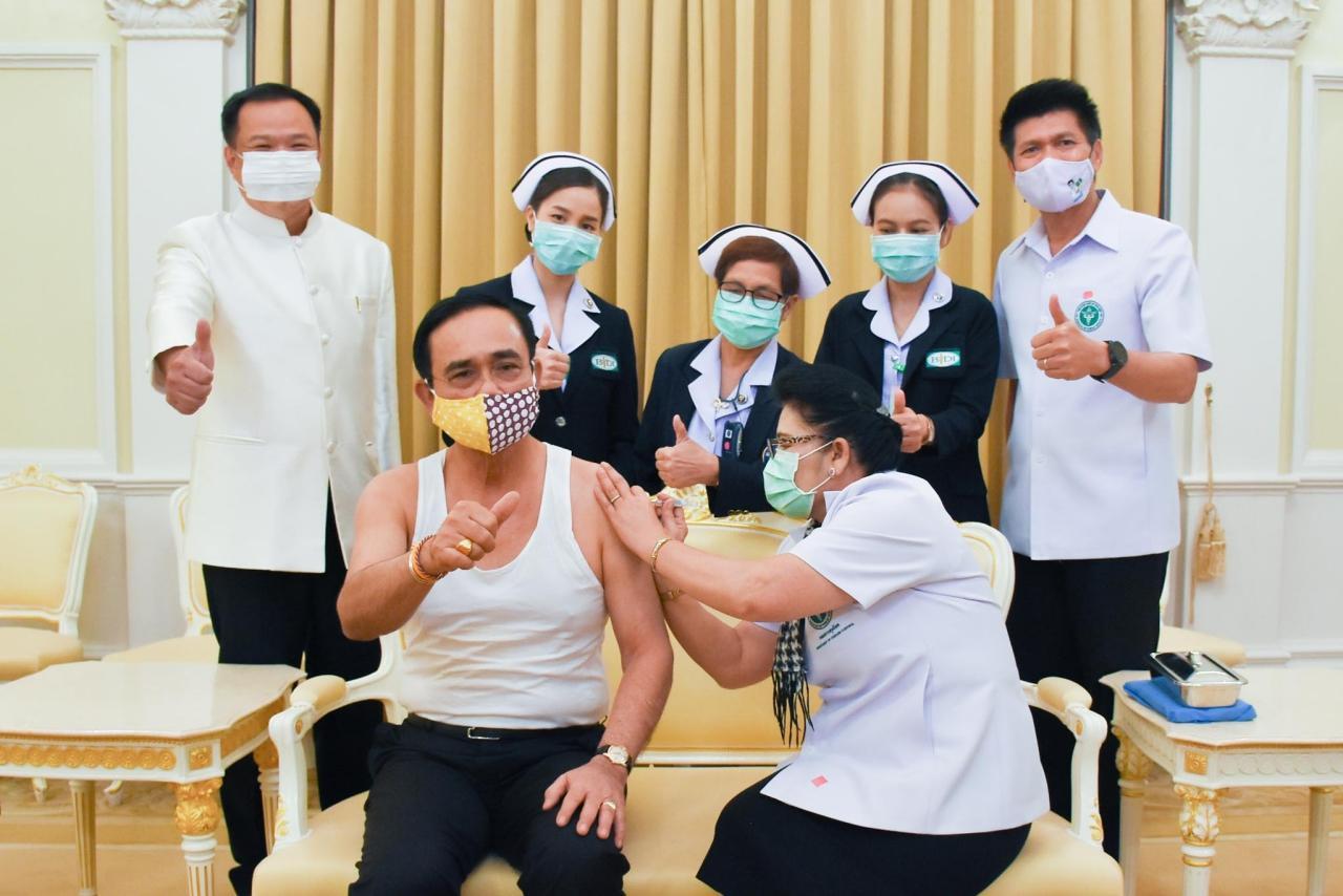 ภาพขณะ พล.อ.ประยุทธ์ ฉีดวัคซีนไข้หวัดใหญ่ เมื่อ 26 พ.ค. 2563