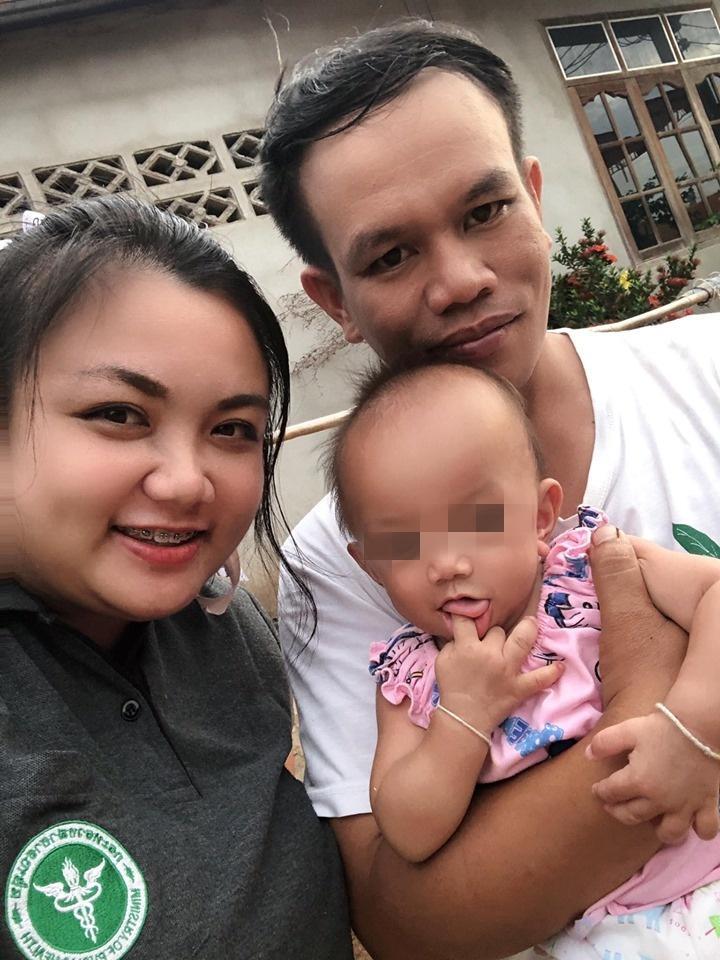 ภาพครอบครัว : น้องใบบุญ หรือ  ด.ญ.บุญรักษา ในวัย 10 เดือน สุขภาพร่างกายสมบูรณ์แข็งแรง