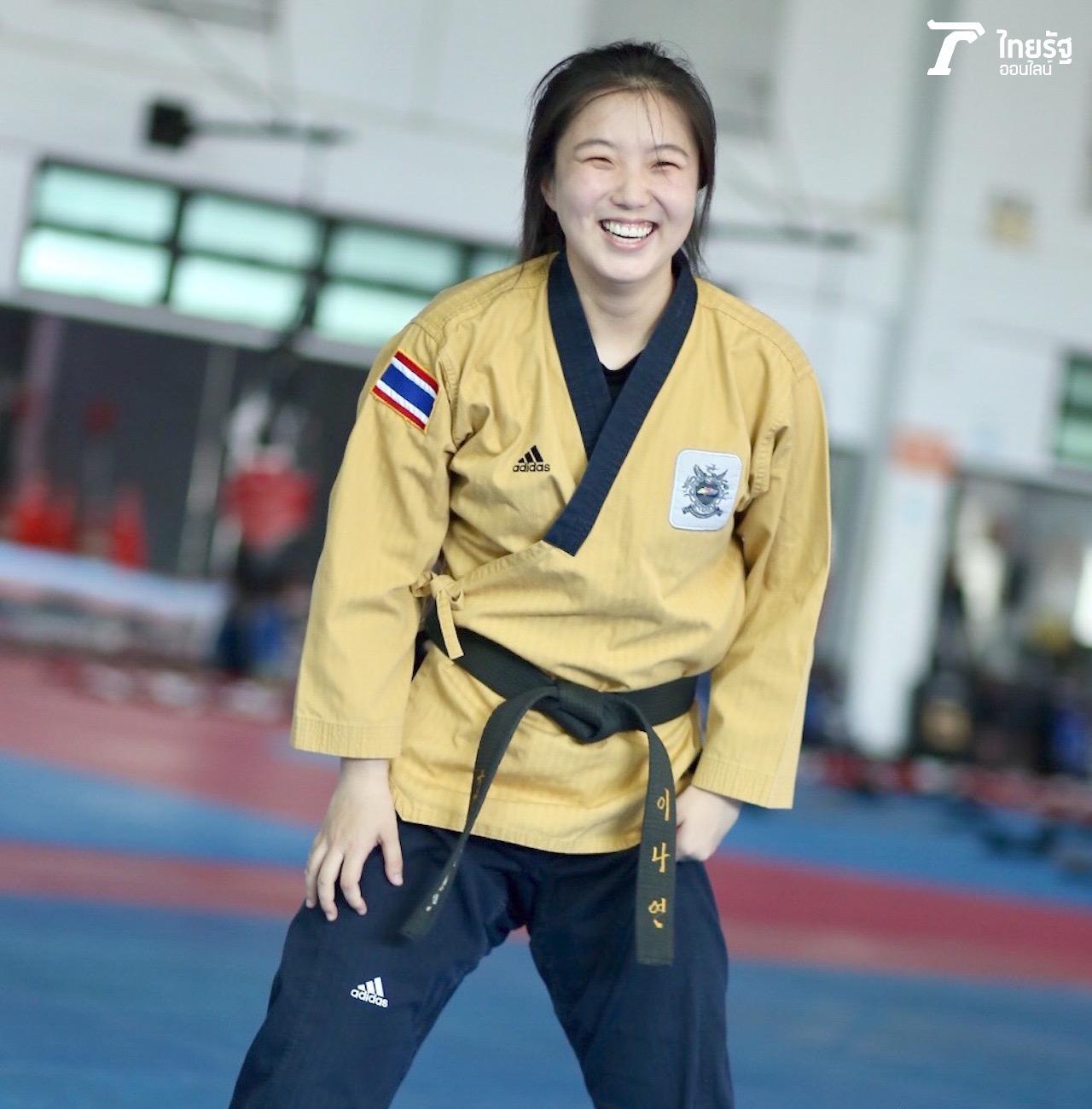 รอยยิ้มที่เต็มไปด้วยความเขินอาย ตามสไตล์ของสาวเกาหลี