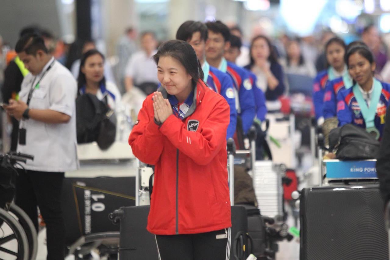 แม้จะเป็นคนต่างชาติ แต่ก็ไหว้ได้สวยงามไม่แพ้คนไทย
