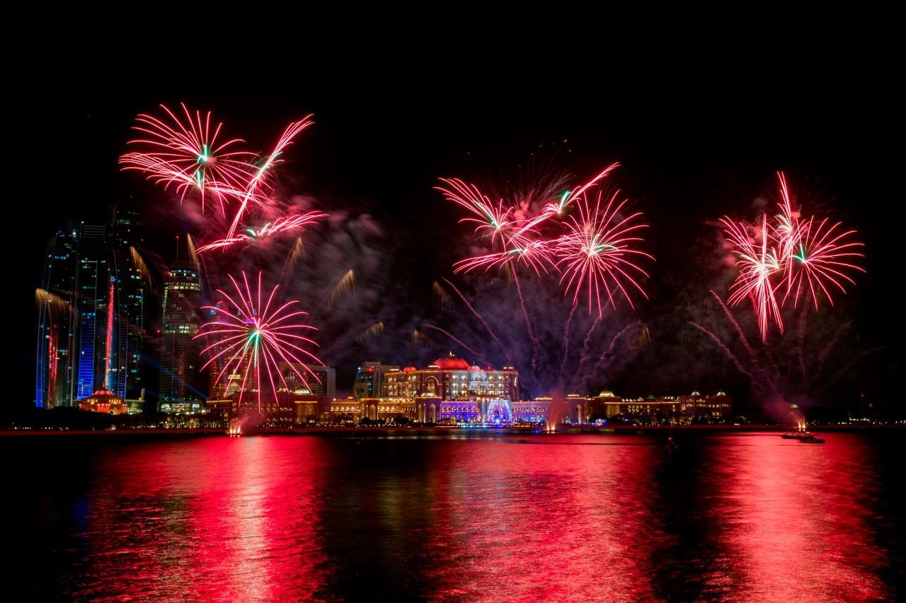 พลุไฟฉลองปีใหม่ที่อาบูดาบี สหรัฐอาหรับเอมิเรตส์