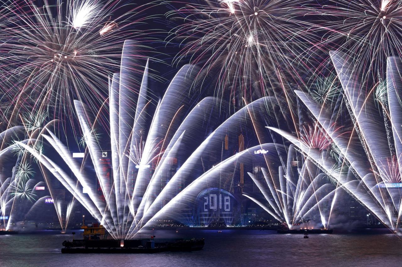 ฮ่องกงจุดพลุฉลองปีใหม่อย่างอลังการ